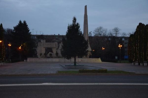 Carei, Anul Centenar. Steagurile tricolore rapid înlăturate de la Monumentul Ostaşului Român