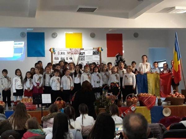 Centenarul Marii Uniri sărbătorit de elevii școlii din Moftin