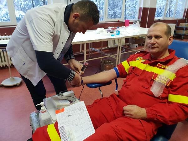 Salvatorii donează sânge pentru viaţă! Campania pompierilor pentru salvare de vieţi