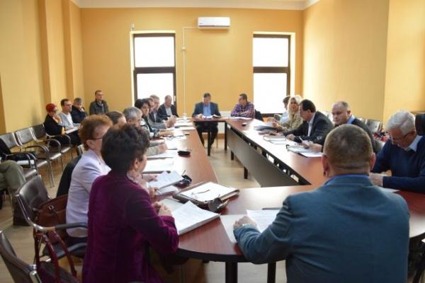 """Consilierii nu au votat mărirea chiriilor la Piaţa Agroalimentară. Kovacs: ,,aţi fost populişti!"""""""