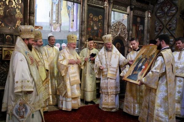 Preasfinţitul Părinte Timotei Sătmăreanul a slujit în sobor de preoţi la Catedrala Mitropolitană Cluj-Napoca la aniversarea Înaltpreasfințitului Părinte Andrei