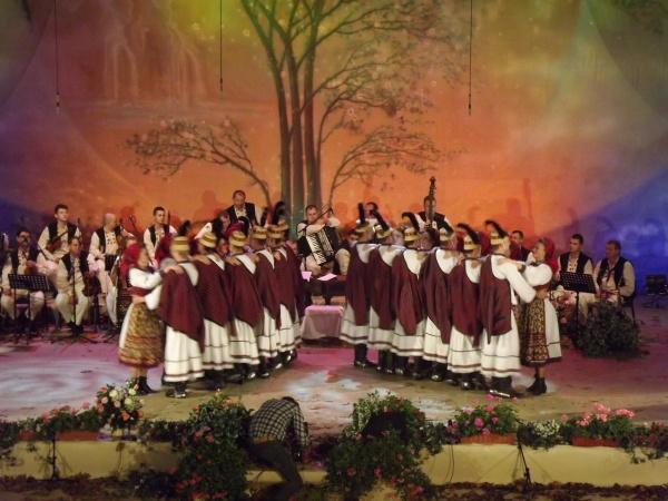 """Regal folcloric la Baia Mare. Ansamblul Folcloric Național """"Transilvania"""" la 60 de ani de activitate"""