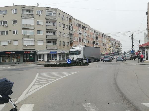 Careienii semnalează deranjul provocat de traficul greu prin centru