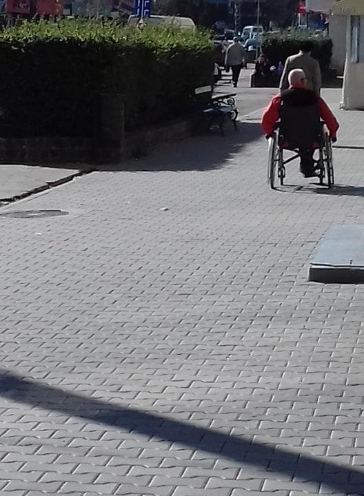 Careienii reacționează față de starea drumurilor și a trotuarelor