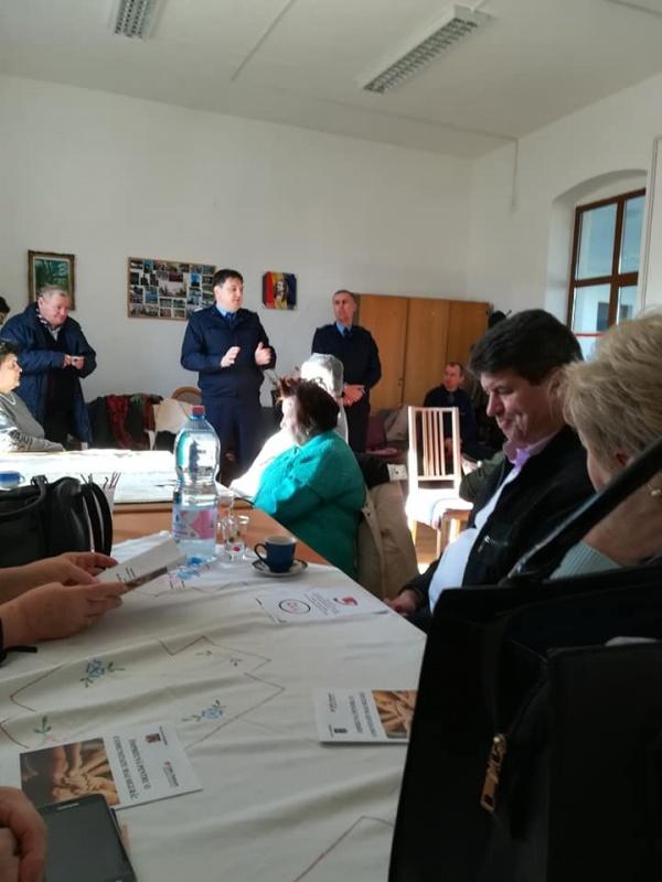 Poliția a bătut la ușa Asociației de Pensionari Castelanii Carei