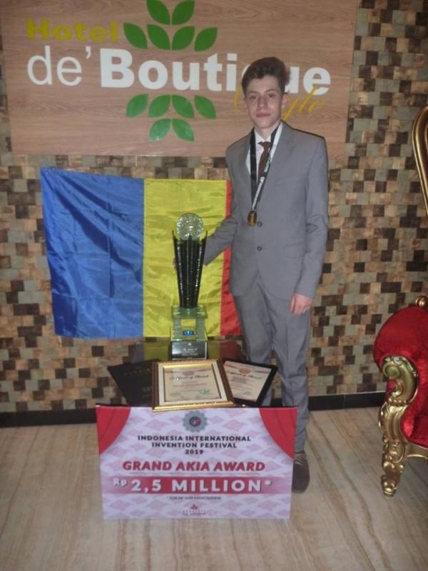 Octavian Balog din Carei aduce aur pentru România la concursul de robotică din Indonezia
