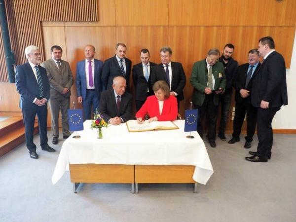 Ginerică cărat în Germania de tata-socru primar cu delegația Consiliului Județean