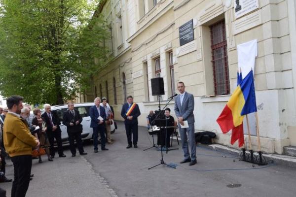 Placa comemorativă dezvelită la Carei este o palmă dată memoriei delegaților careieni la Marea Unire de la Alba Iulia din 1918. O manifestare simulacru