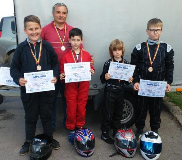 Karting. Elevii lui Ioan Mille revin cu premii de la Chișineu-Criș