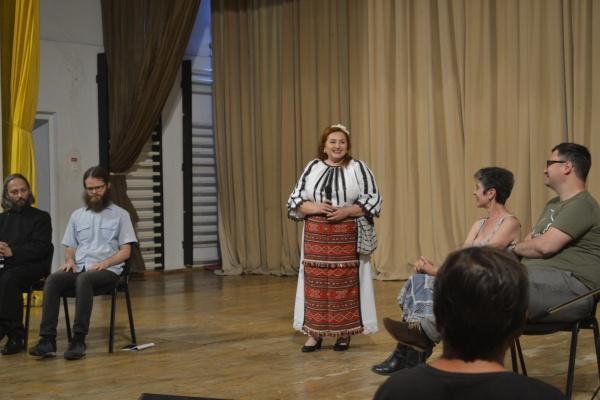 """Mariana ANGHEL a lansat  în premieră piesa """"Frați români, veniți acasă!"""""""