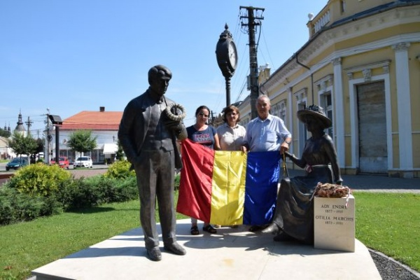 Ziua Drapelului la statuia Otiliei Marchiș din Carei