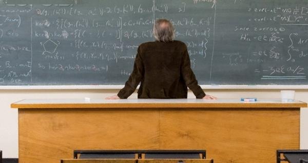 Și profesorii se retrag. Peste 40 de candidați s-au retras după afișare subiectelor de la proba scrisă