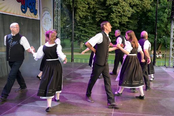 Seara de folclor maghiar și german la Carei. Recital Alexandru Pugna în această seară