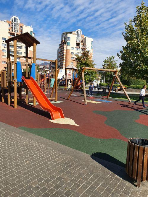 Vrem locuri de joacă decente în municipiul Carei