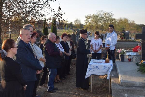 Despărţământul ASTRA Carei și Cluj la mormintele eroilor din Ianculeşti şi Marna Nouă