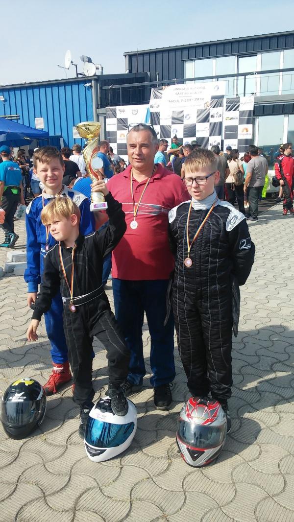 Karting. Careienii revin de la București cu multe premii