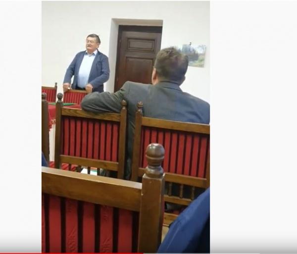 Primarul nu vorbește românește la o activitate susținută financiar de  Primăria Carei. Atacuri la adresa Buletin de Carei
