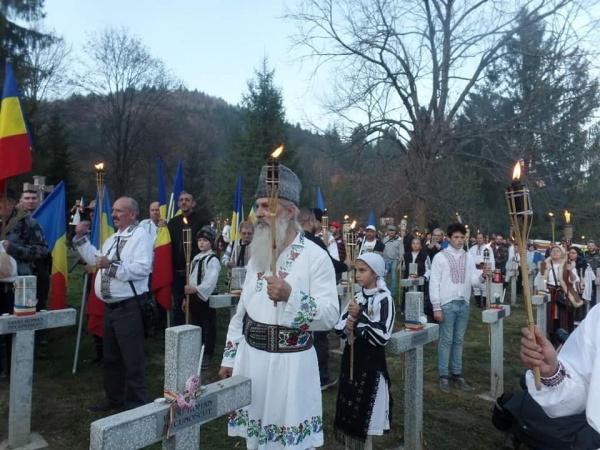 Ziua Armatei cu Lumină, de Veghe la Crucile Eroilor Armatei Române de la Valea Uzului