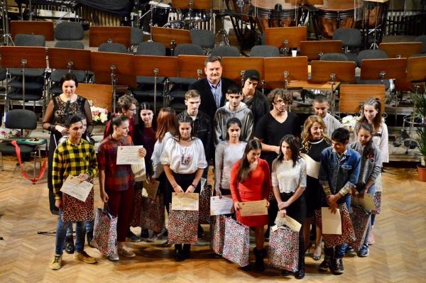 Premii pentru elevii din plasament cu rezultate deosebite la învățătură