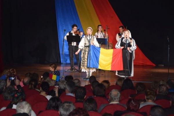 Mariana Anghel și Adriana Anghel au ridicat sala în picioare la Teatrul Municipal Carei. VIDEO
