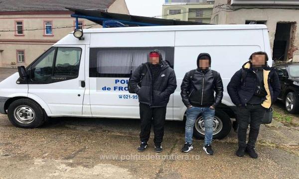 Trei cetăţeni algerieni şi unul libian opriți de Poliția de Frontieră Berveni să treacă ilegal în Ungaria