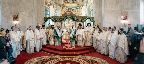 Slujbă Arhierească la Mănăstirea Scărișoara Nouă