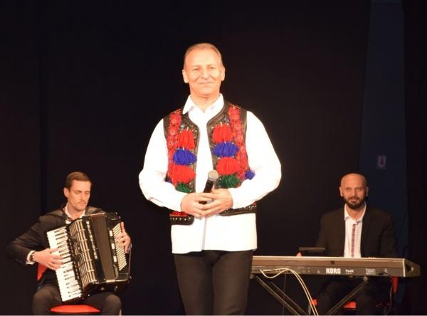 Dinu Iancu Sălăjan a ridicat sala în picioare la Carei. VIDEO