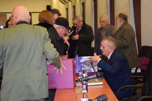 Acad.Marius Porumb lansează ARTA din ROMÂNIA la Baia Mare