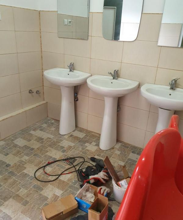 După 5 ani de sesizări ale Buletin de Carei se fac la stadion toalete publice decente