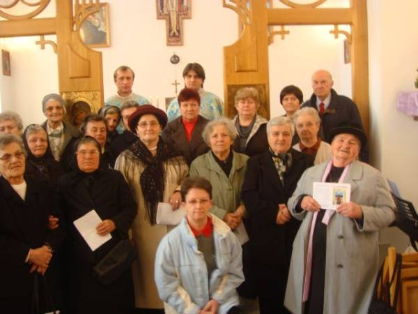 Membrii Reuniunii Mariane din Carei  şi-au reînnoit consacrarea la Preasfânta Fecioară Maria