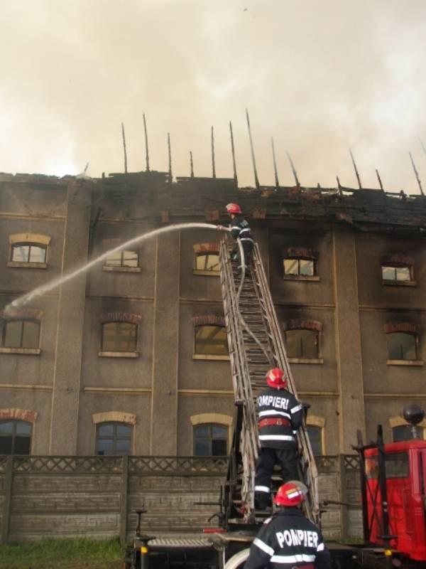 Ipoteza Buletin de Carei s-a confirmat: incendiul de la fabrica de tutun a fost provocat de copii