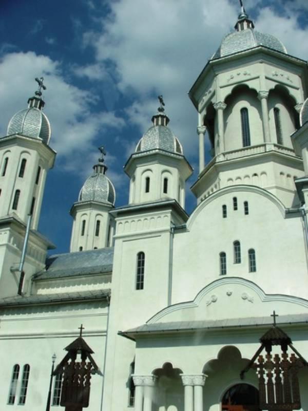 Doi candidaţi pentru scaunul vacant de Arhiepiscop şi Mitropolit al Clujului