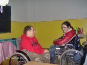 Scad indemnizaţiile pentru îngrijitorii persoanelor cu handicap şi pentru asistaţii sociali