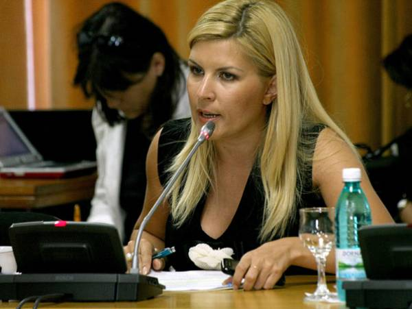 Elena Udrea: peste un milion de români iau pensii ilegal