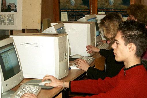Poţi lua 200 de euro de la stat pentru cumpărarea unui calculator. Vezi care sunt condiţiile