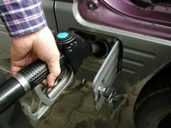 Cât vor costa carburanţii în anul 2011