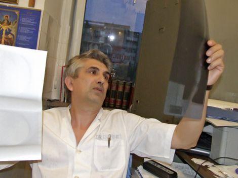 Un doctor a refuzat 1 milion de dolari pe an, pentru a face performanţă în România