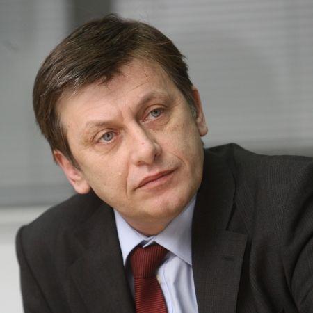 Crin Antonescu cere demiterea lui Baconschi, pentru declaraţia privind voturile din diaspora