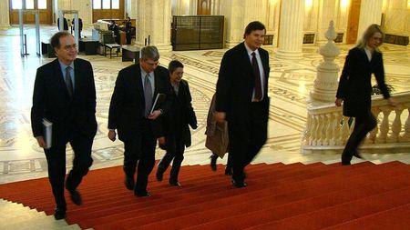 FMI pleacă fără bugetul pe 2011 aprobat, tranşa se amână pentru ianuarie