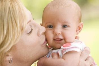Indemnizaţia pentru creşterea copilului va fi micşorată de la 1 iunie, potrivit consilierului Andreea Vass