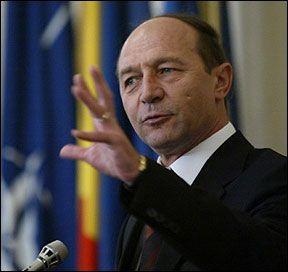 Băsescu: Reducerea personalului bugetar va continua în primul rând în administraţie