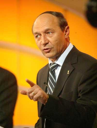 Traian Băsescu propune 9 judeţe