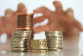 Îngropaţi in datorii: Restanţele la credite au crescut