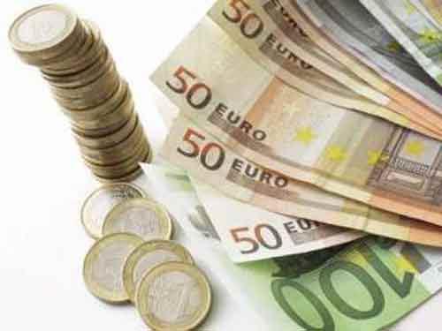 Românii se împrumută cel mai scump din Europa