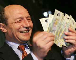 Băsescu vrea să le dea politicienilor bani de la buget pentru campanii