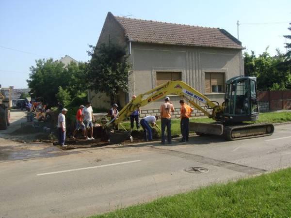 Conductă de apă spartă în timpul lucrărilor de la Kaufland