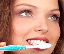 Spălatul pe dinţi, gestul simplu care ţine cancerul la distanţă