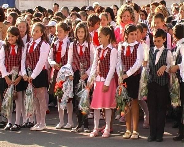 Pe 12 septembrie elevii incep şcoala. Marile noutăţi ale anului şcolar 2011-2012