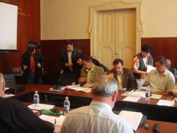 Consiliul a decis – 2 la Pro Urbe şi 8 la Excelenţă