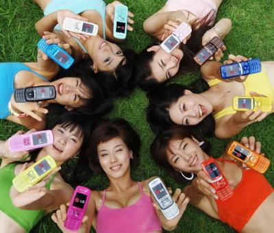 UE doreşte să elimine tarifele de roaming